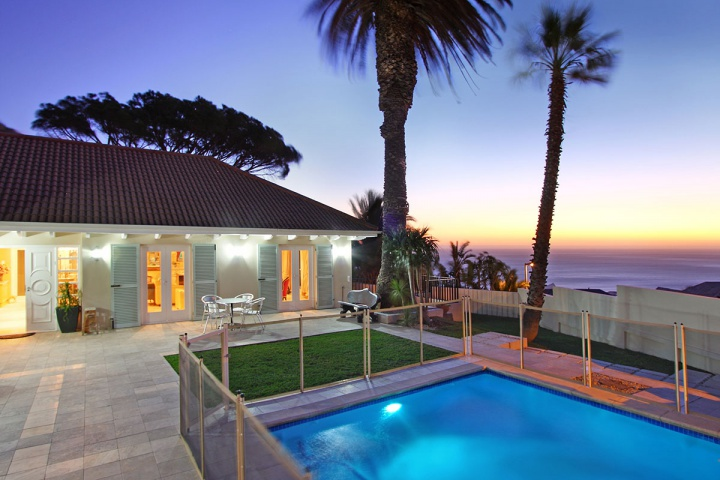 December holiday accommodation Camps Bay self catering villas