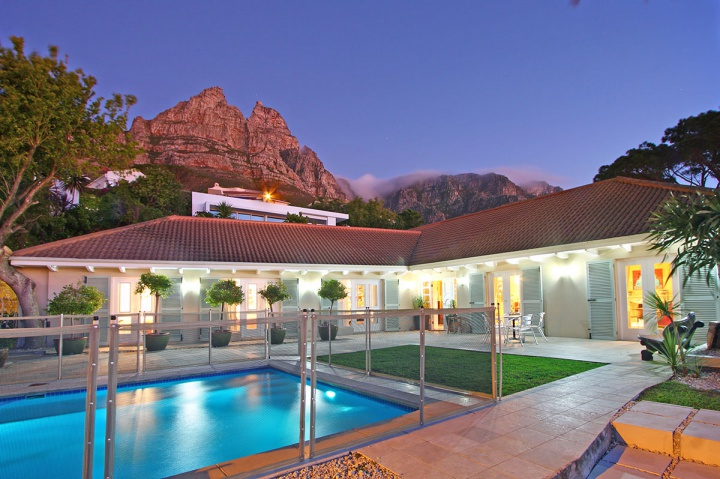 hilltop-villa-camps-bay-luxury-cape-town-villa