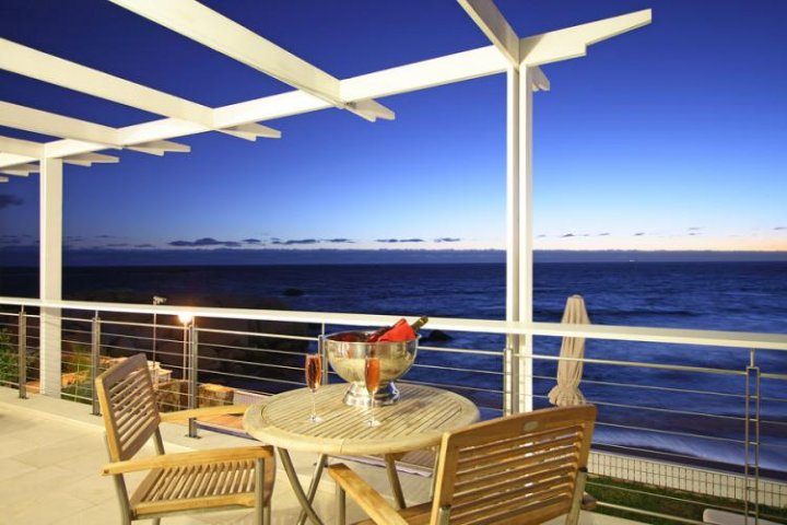 glen-penthouse-camps-bay-Luxury-accommodation-cape-town