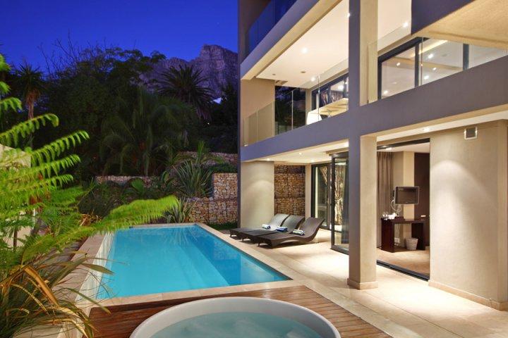 villa-azamare-camps-bay-luxury-holiday-home