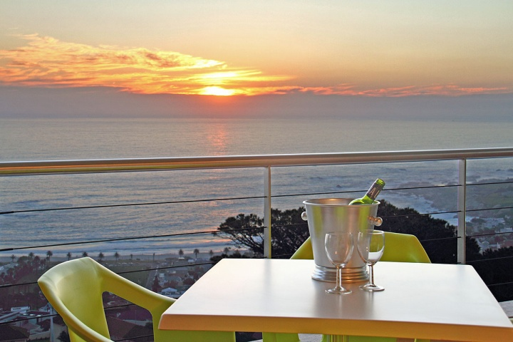 prima-penthouse-holiday-apartment-camps-bay-cape-town