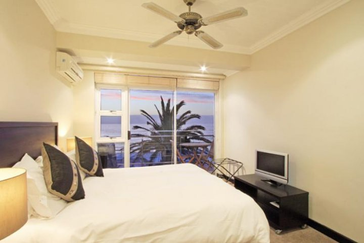 seasons-1-bedroom-one-bedroom-holiday-accommodation-in-cape-town-camps-bay-