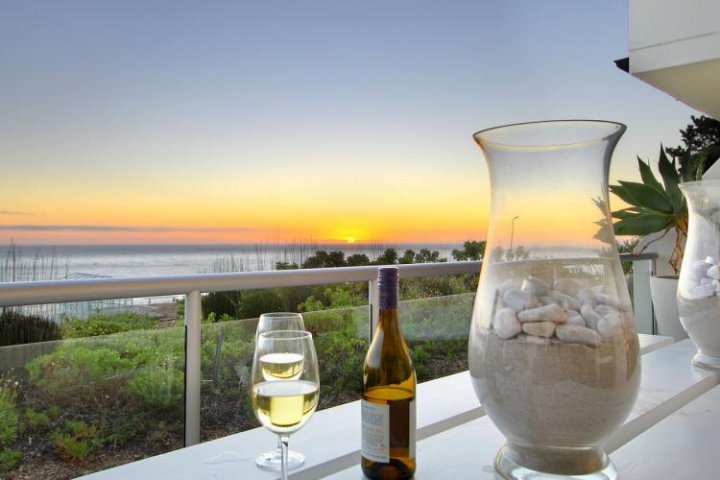 luxury villa short term rentals cape town dunmore-crystal
