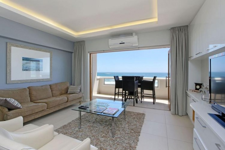 upmarket bantry bay apartment
