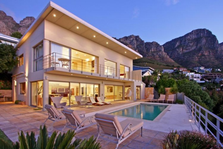 camps-bay-bliss-holiday-accommodation-Cape-Town