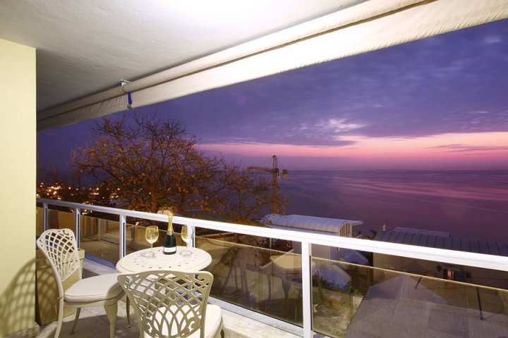 luxury villas romantic getaway spring holiday self catering