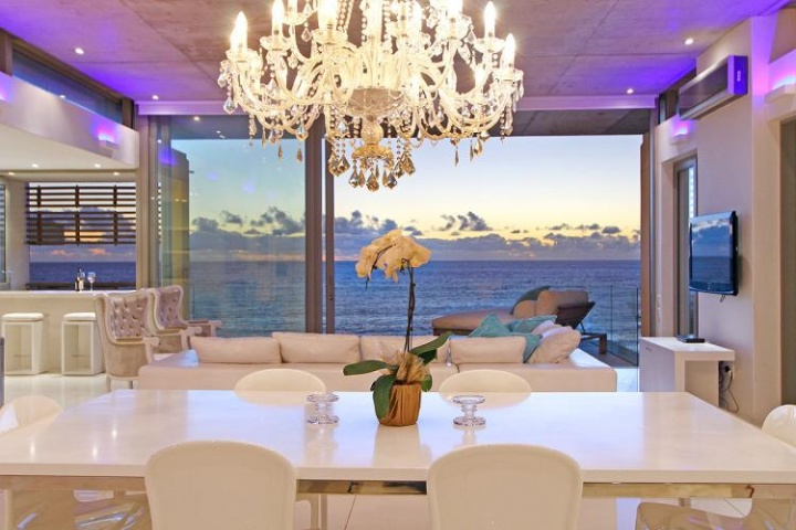 views-penthouse-camps-bay-romantic-holiday-accommodation-cape-town 2