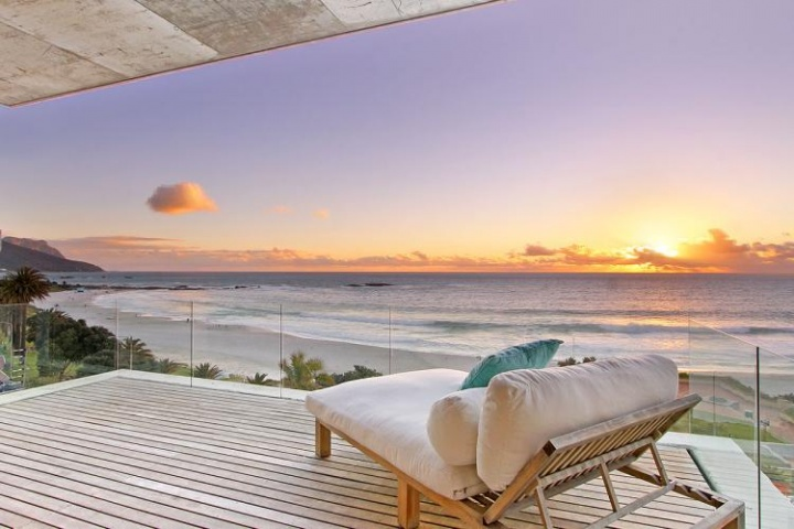 views-penthouse-camps-bay-romantic-holiday-accommodation-cape-town